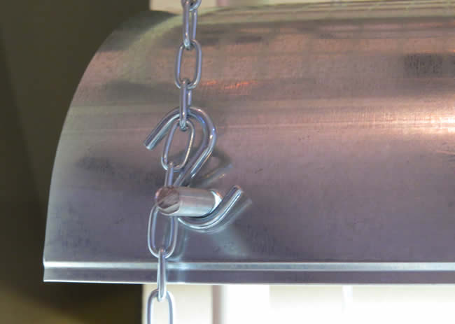 Hang light fixture with chain