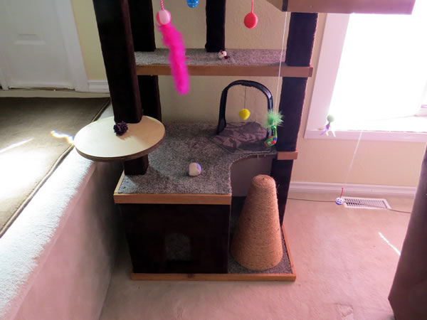 Scratch Pad For Cats On Cat Tree
